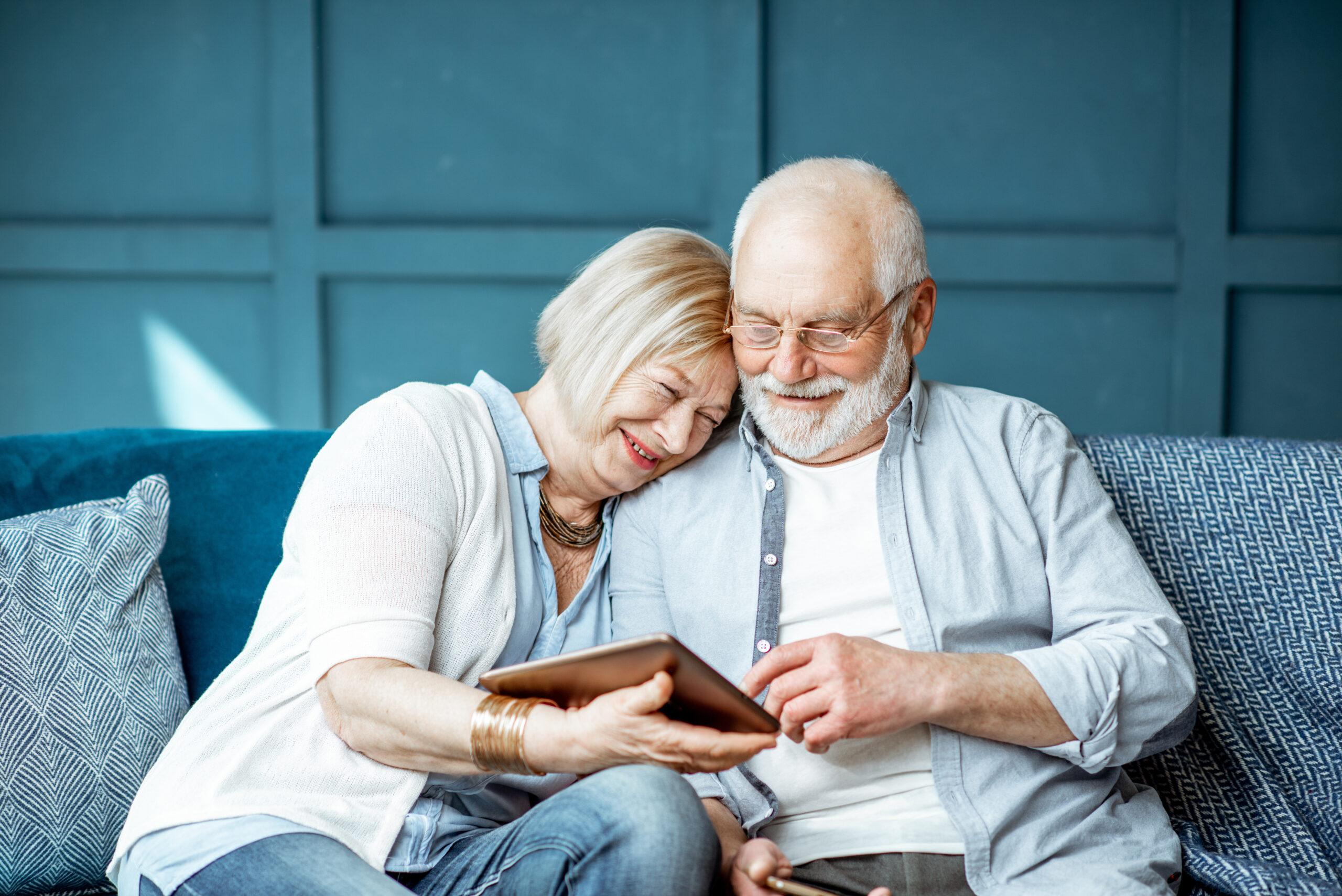Happy elderly couple thanks to The Senior Living Locators